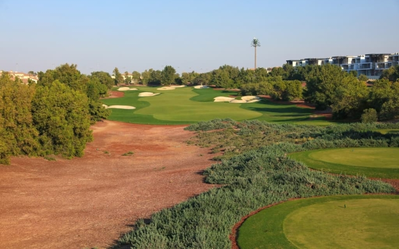 How to play the 9th hole on the Earth course at Jumeirah Golf Estates