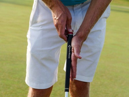 One-Hand Putting - Importance of keeping the putter face square
